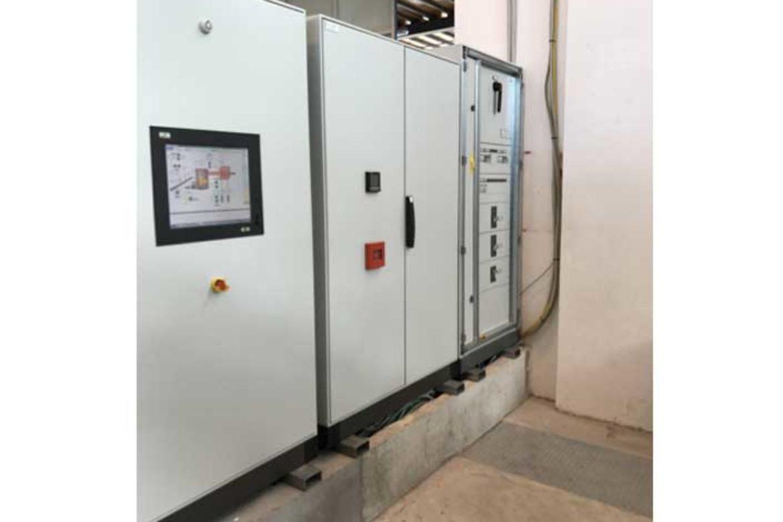 Impianto a biomassa legnosa 200KW: cabine elettriche del sistema